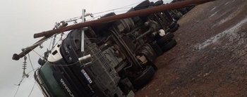 De no creer: cinco camiones con acoplado volcaron por el viento en la Ruta Nacional 3