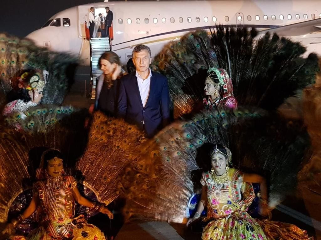 Pantuflas, homenaje a Ghandi y de nuevo el show de Antonia: las fotos de Macri en Asia