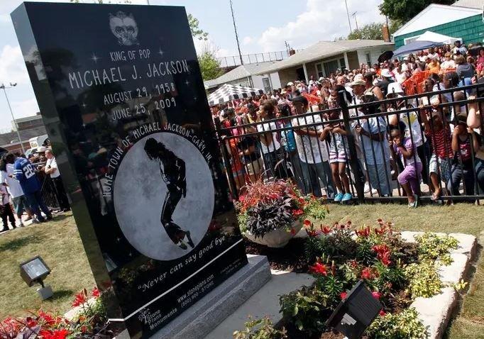 Revelan nuevos y escabrosos detalles autopsia de Michael Jackson