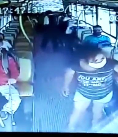 El video de la mujer que apuñaló a un colectivero porque le pidió que se pusiera barbijo