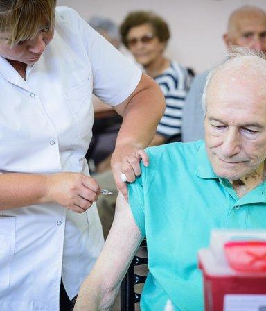 La Provincia comienza a vacunar contra el Covid-19 a los mayores de 70: cómo sigue el calendario