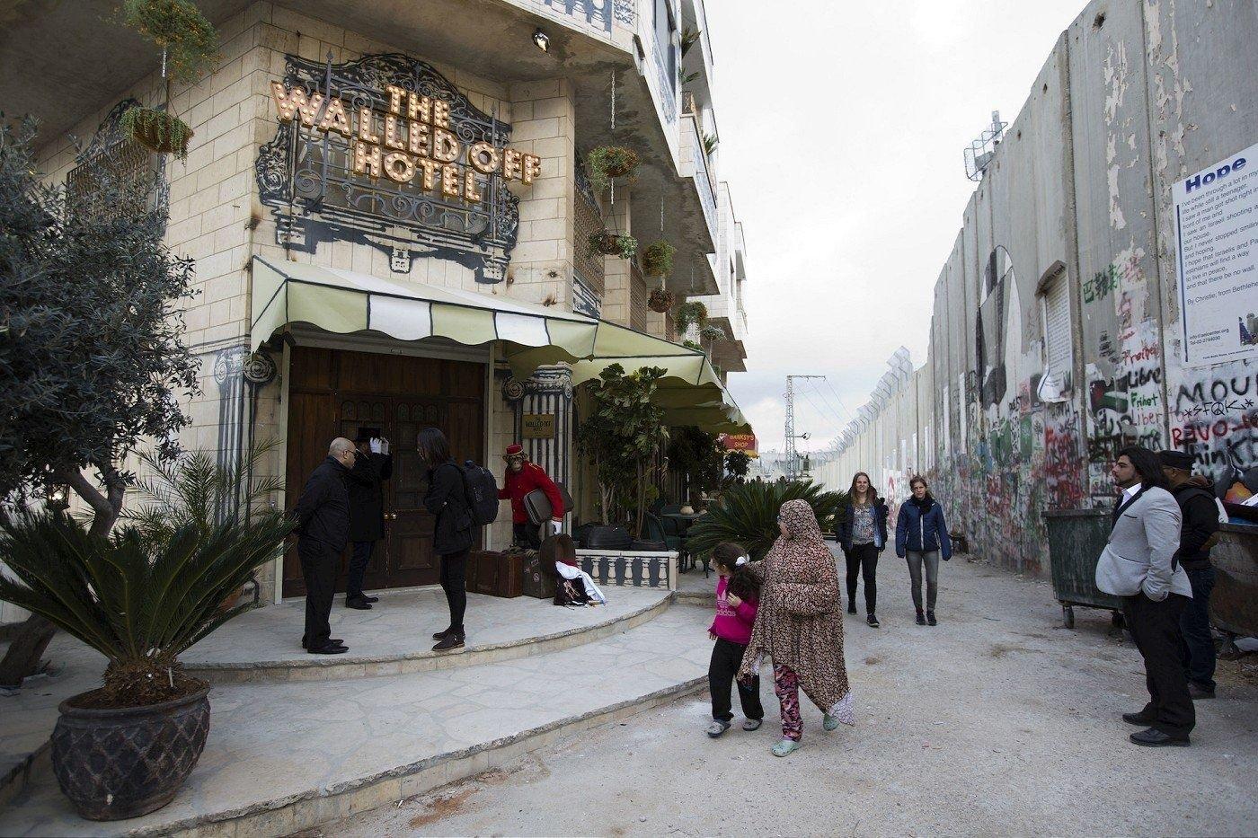 Lo nuevo de Banksy, el hotel con la peor vista del mundo
