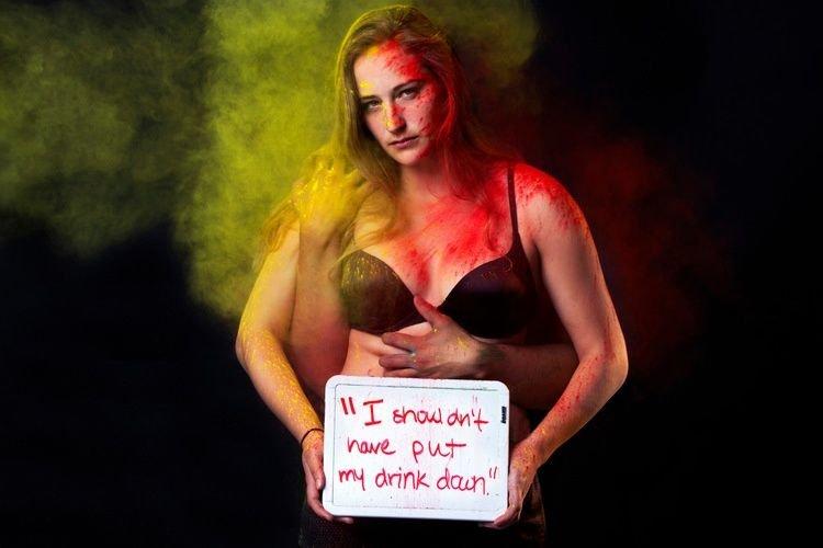¡Impactante! Una estudiante crea una serie de fotos contra la violación