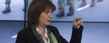 """¿Fue a Notidormi? Sorprenden a Patricia Bullrich """"cabeceando"""" en un estudio de televisión"""
