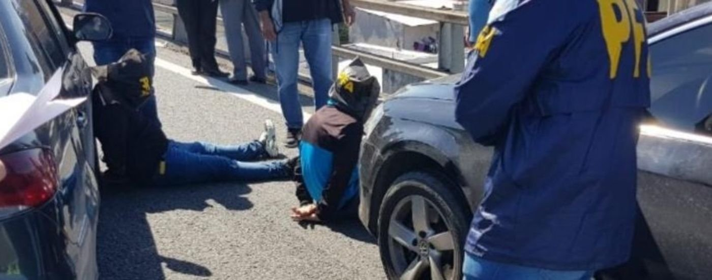 Armado y peligroso: murió al tirarse desde la Autopista 25 de Mayo al ser acorralado por la policía
