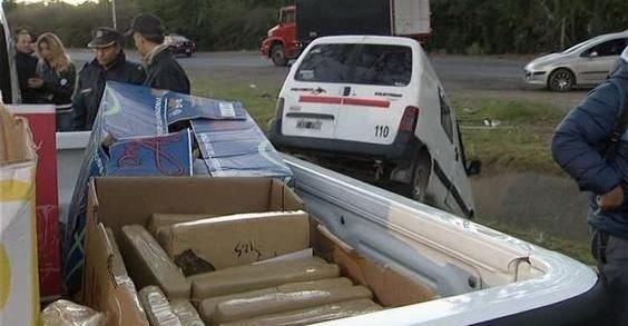 El cargamento y la camioneta.