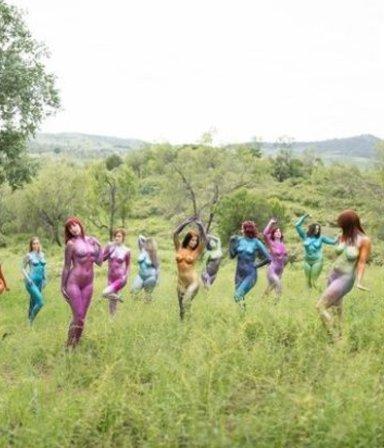 """Estas mujeres celebran sus cuerpos de una manera """"brillante"""""""