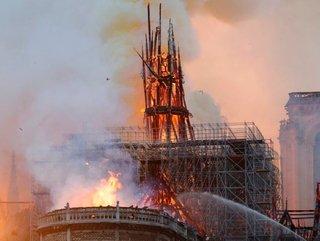 El fuego sin fin: las dramáticas imágenes del incendio en la catedral de Notre Dame
