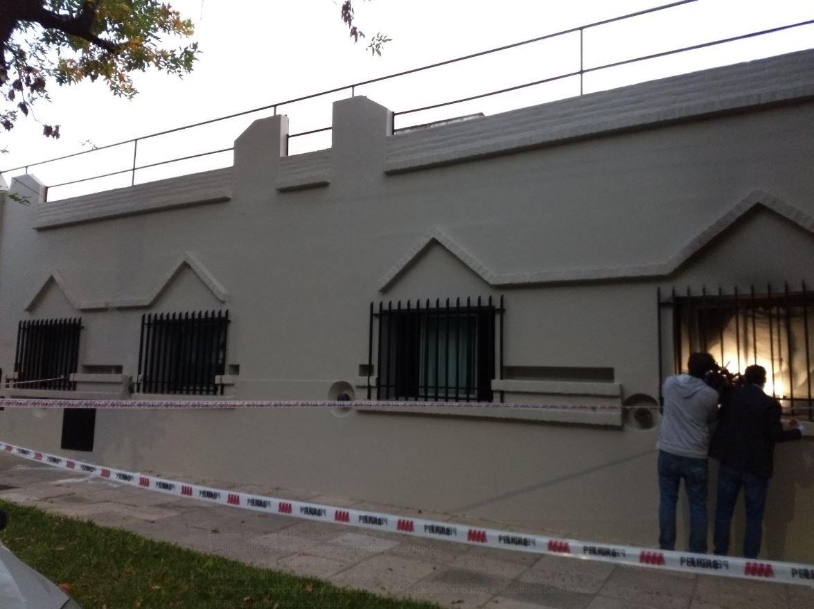 Feroz incendio en un geriátrico de Parque Avellaneda: una abuela perdió la vida y hay 8 internados