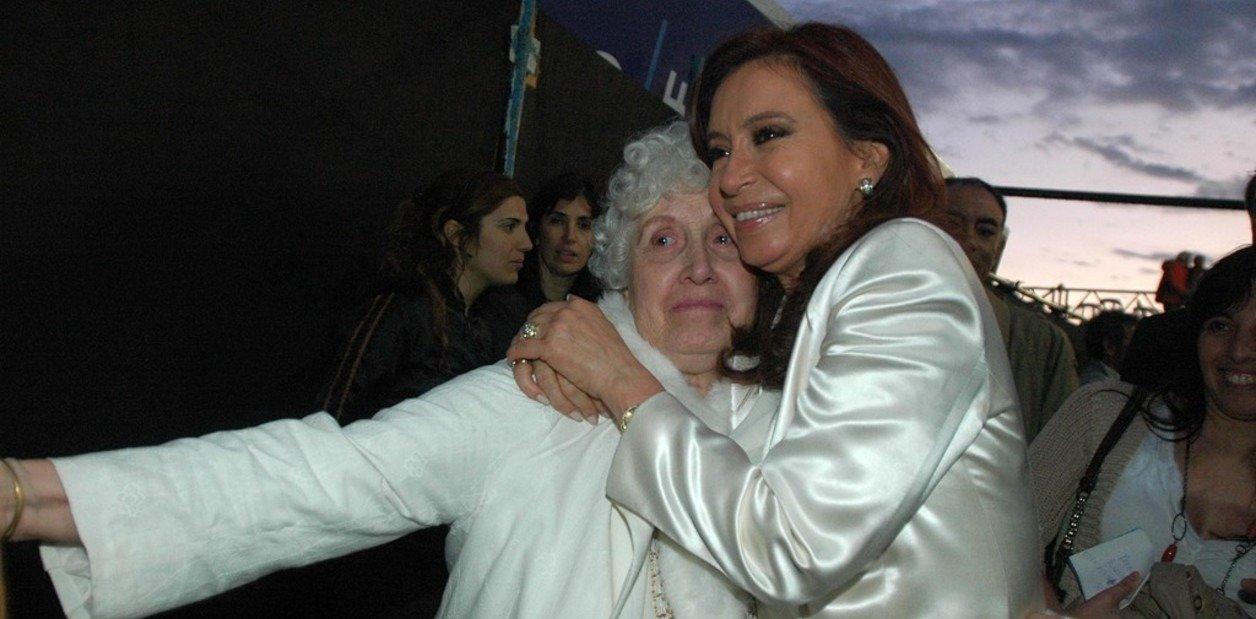 Después de la muerte de su madre, CFK viajó a Cuba a visitar a su hija