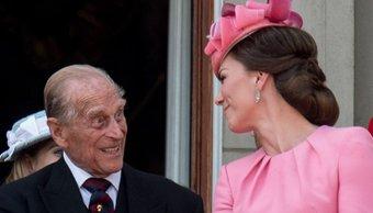 """El día que el príncipe Philip acorraló a William por Kate: """"Si no querés que termine como tu mamá..."""""""