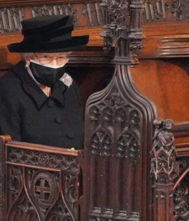 """""""Enorme tristeza"""": la reina Elizabeth II cumple 95 años tras la muerte de Philip"""
