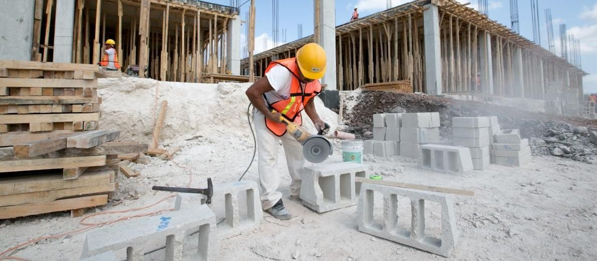 Una caída sin fin: la industria tuvo una baja del 13,4% anual; la construcción también cede