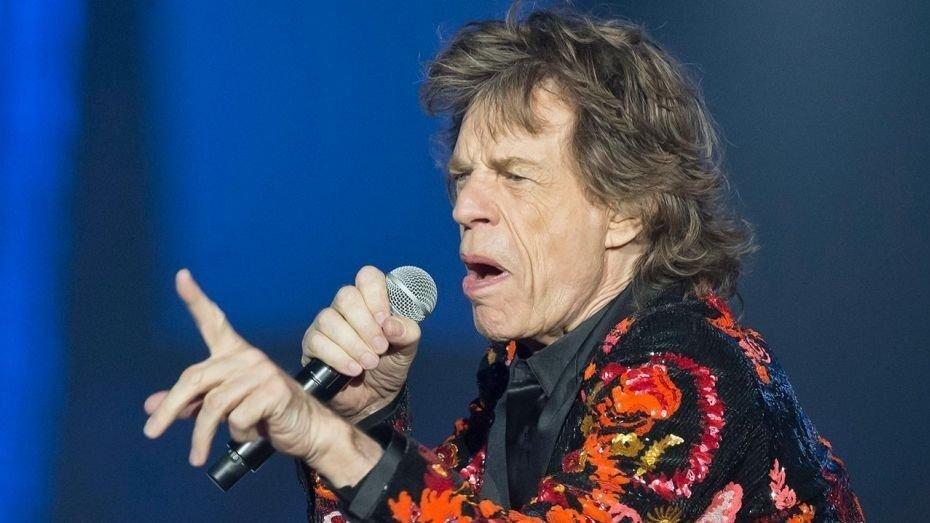 ¡Estás como nuevo, Mick! A un mes de su operación del corazón, Jagger ensaya sus pasos de baile