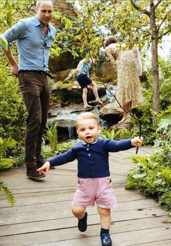 El príncipe Louis, el gran protagonista de la producción de fotos.