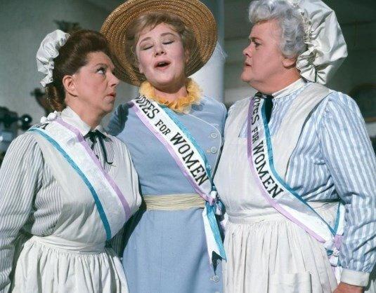 """""""¡Todas a la lucha!"""": la pelea secreta por la """"mamá feminista y sufragista"""" de Mary Poppins"""
