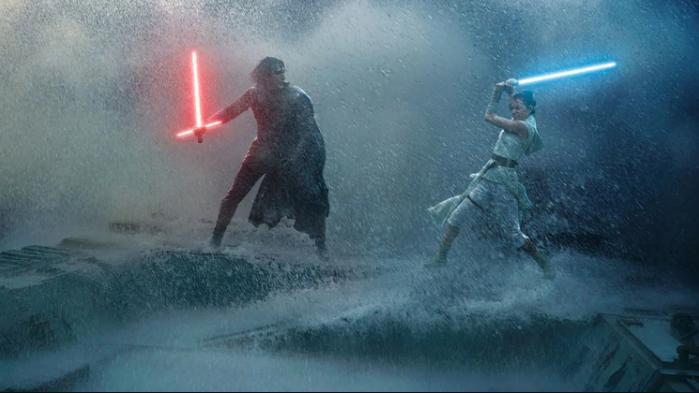 Rey (Daisy Ridley) y Kylo Ren (Adam Driver) en pleno combate.