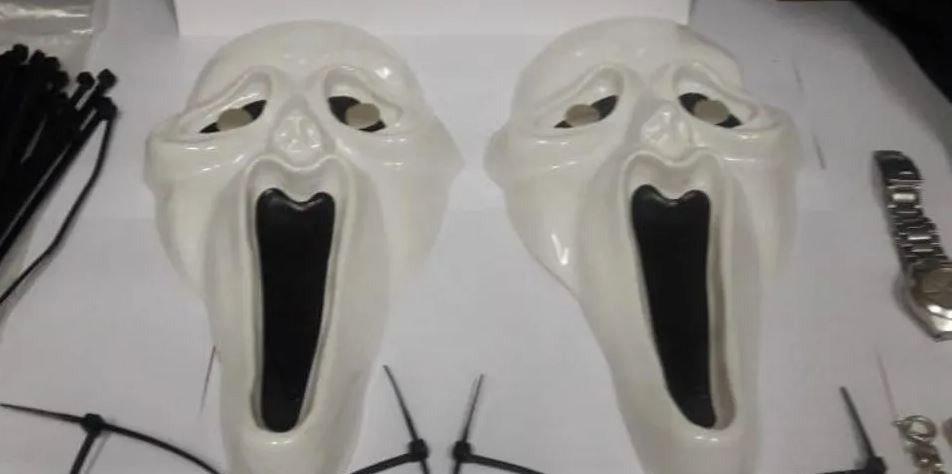 """Al estilo """"Punto límite"""": cayó una banda que hacía entraderas con máscaras """"Scream"""""""