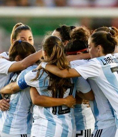 """Escándalo en AFA: denuncian a un DT por """"acoso sexual y amenazas"""" en el fútbol femenino"""