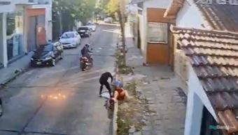 IMÁGENES SENSIBLES | Era inspector de tránsito, pero lo detuvieron en Moreno por motochorro: la captura