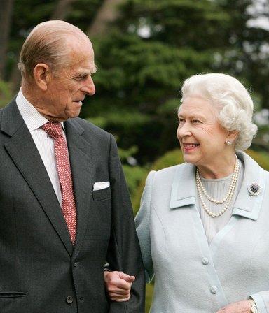 La reina Isabel lanzó dos cervezas y un gin en memoria del príncipe Philip: cuánto cuestan