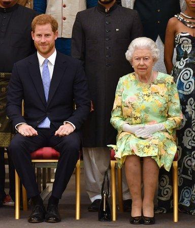 El feroz enojo de la reina Isabel con Harry tras sus polémicas declaraciones contra la Corona