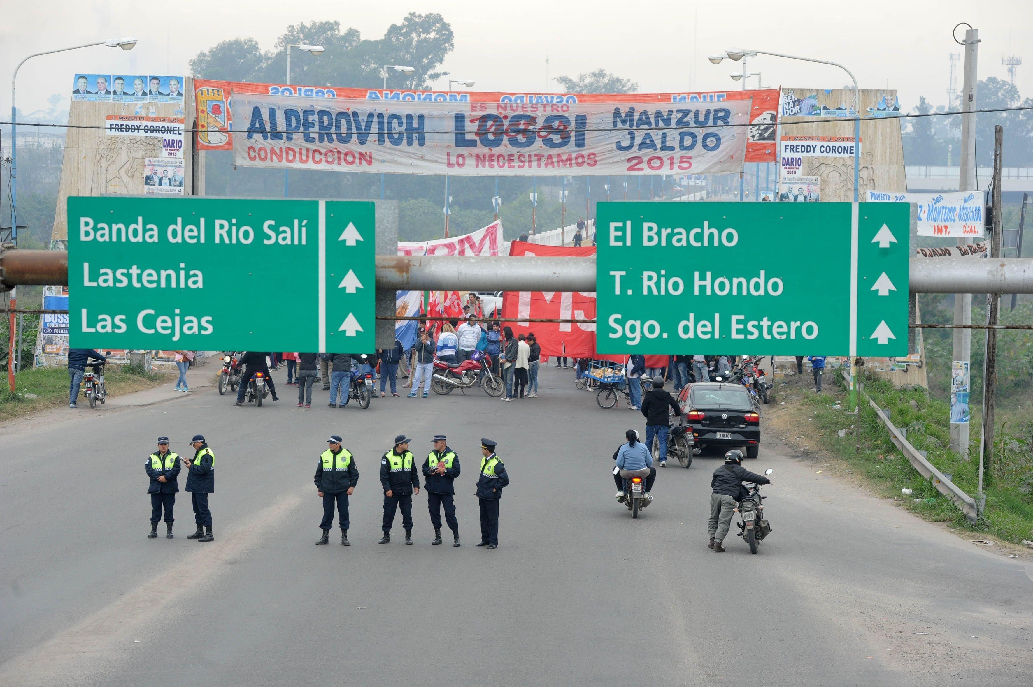 Grupos de izquierda cortaron rutas de acceso en las principales ciudades del país.