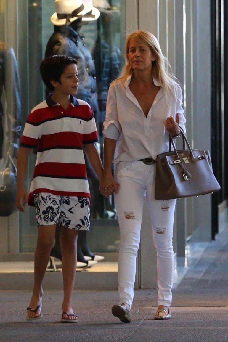 Cecilia junto a Máximo, hijo en común con Menem, y que el ex presidente no visita en Chile.