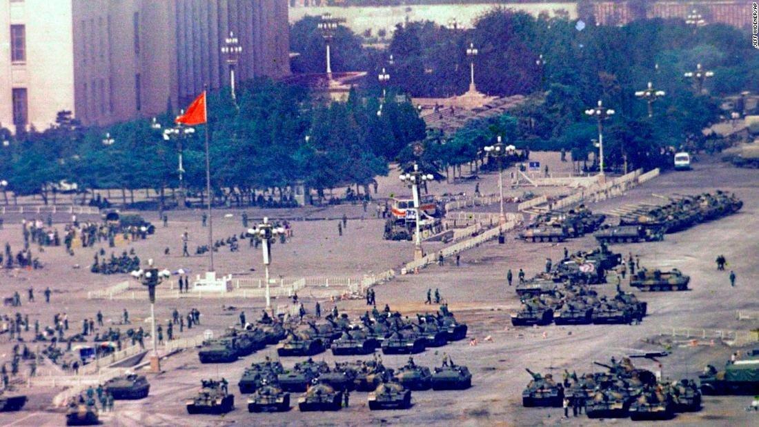 El asalto militar a Tiananmen durante el punto álgido de la protesta.