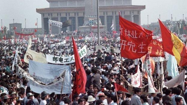En el pico de la protesta, alrededor de un millón de personas se reunieron en la plaza.