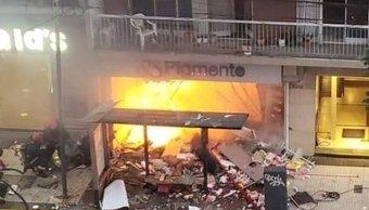 (Video) Explotó una perfumería en Villa Crespo: dos bomberos murieron y hay otros heridos por el incendio