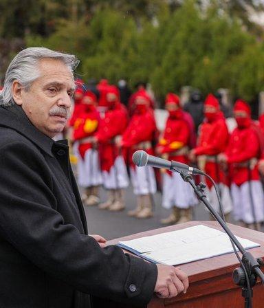"""En Salta, Fernández recordó a Güemes y le bajó el tono a la campaña: """"No es tiempo de disputas"""""""