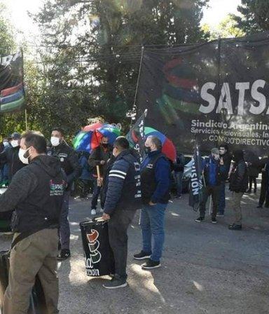 """Escándalo en Pol-ka: """"No nos convocan a trabajar, nos deben dos sueldos y nos dejaron sin obra social"""""""