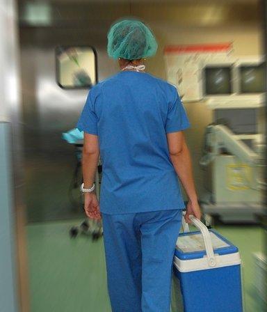 Trasplante de córnea: cuánto afecta la suspensión de vuelos y por qué los tejidos no se pierden
