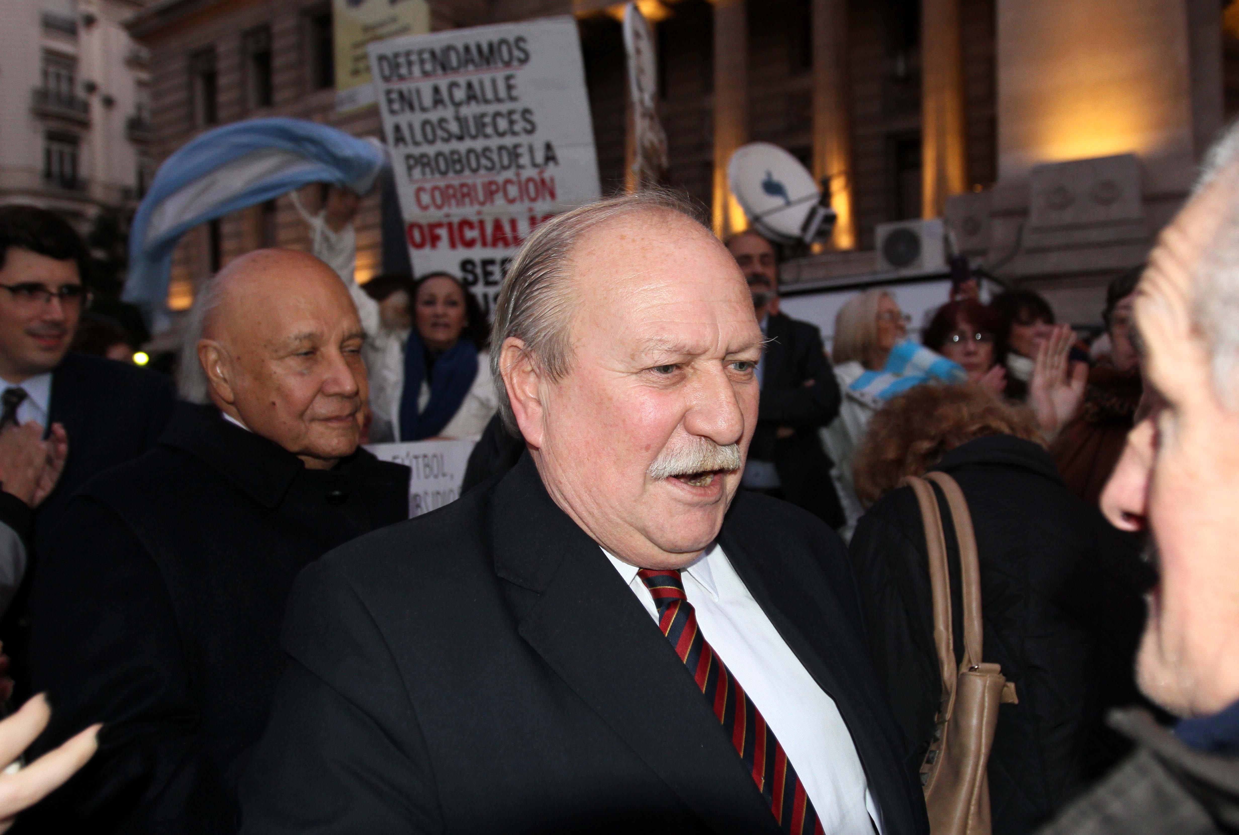 Cabral llega al acto en el Palacio de Justicia.