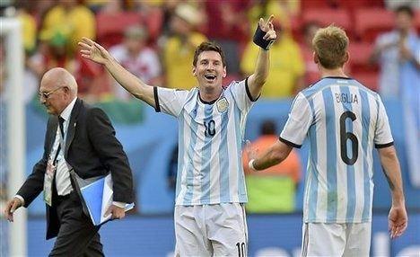 """""""Messi estaba preocupado por el problema que tuvo su familia en la tribuna"""", agregó el volante."""