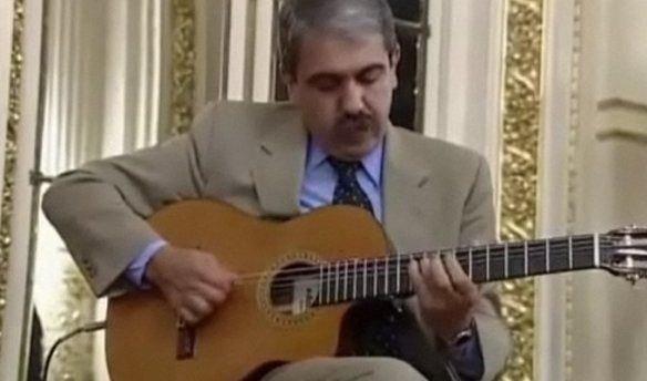 Una vez se animó a tocar la guitarra en el Salón Blanco de la Casa Rosada.