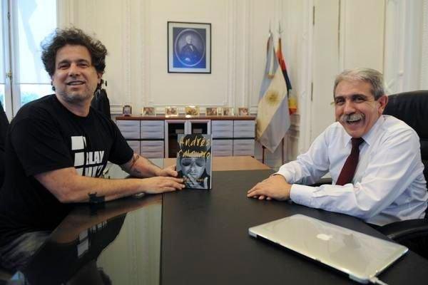 El Salmón manifestó su apoyo a Aníbal Fernández, a quien visitó en su despacho. Pero Calamaro vota en La Rural de Palermo.
