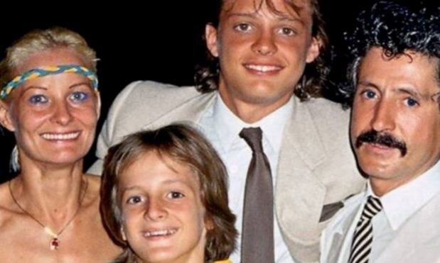 Postal familiar: Marcela, Luis Miguel, Alex y Luis Rey.