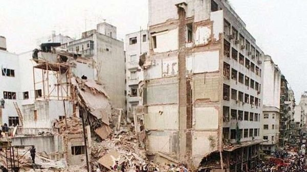 AMIA: 24 fotos a 24 años del peor atentado que sufrió la Argentina