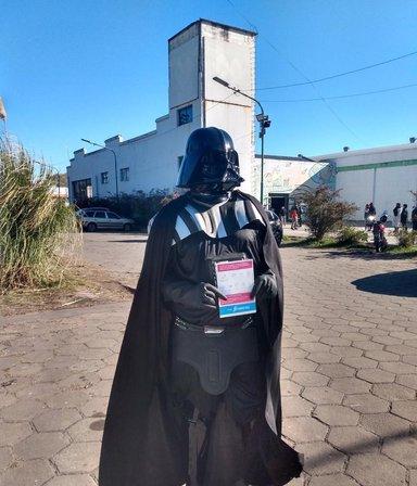 De Tatooine a La Plata: mano a mano con el Darth Vader que se vacunó y la fuerza lo acompañó