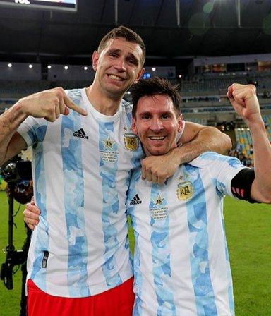 """""""Dibu"""" Martínez se reencontró con su familia y conoció a su hija, nacida durante la Copa América"""