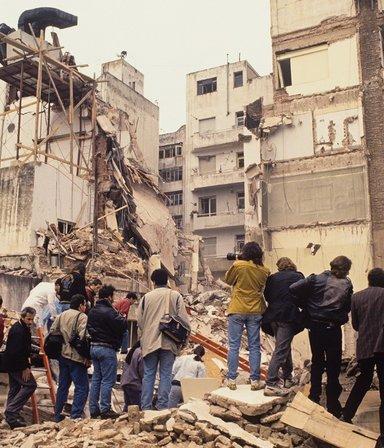 """En la acto por el atentado, el presidente de la AMIA pidió """"agotar recursos"""" para hallar a los culpables"""