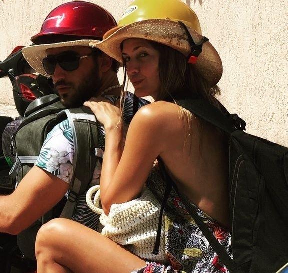 La actriz pasea junto con su pareja por las calles aztecas