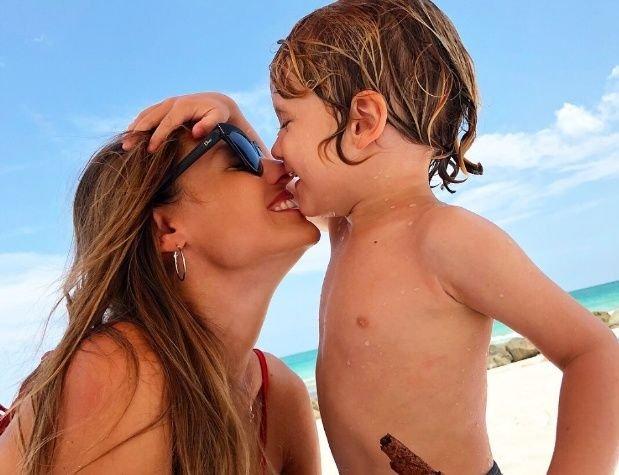 Vicuña y Pampita mantienen una buena relación 'sólo por los nenes'.