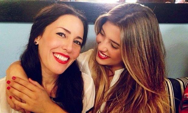 Michelle junto a su mamá en la actualidad.
