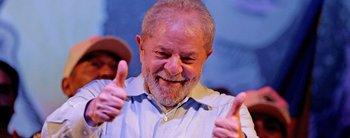 Lula desafía a la Justicia: todavía detenido, se postula como candidato