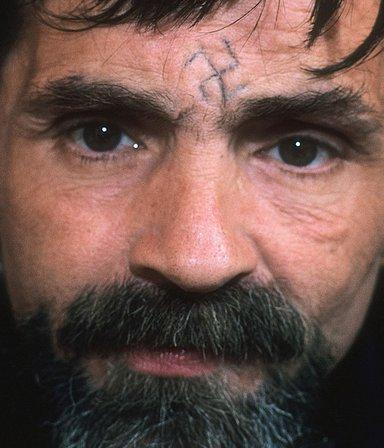 Viaje a la mente del sanguinario Charles Manson: su estremecedora última entrevista