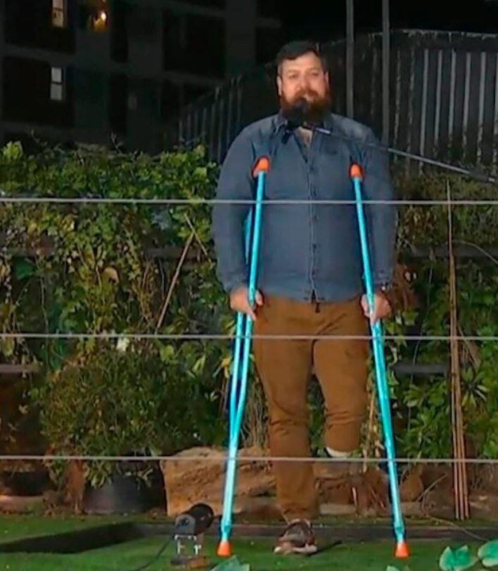 """¿Qué le pasa? En el ciclo de Guido Kaczka tiraron al """"pantano"""" a un participante sin una pierna"""