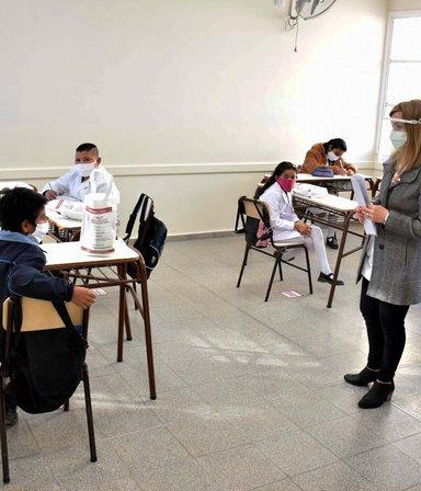 El Gobierno y los gremios acordaron un aumento de 45,5 % para los docentes
